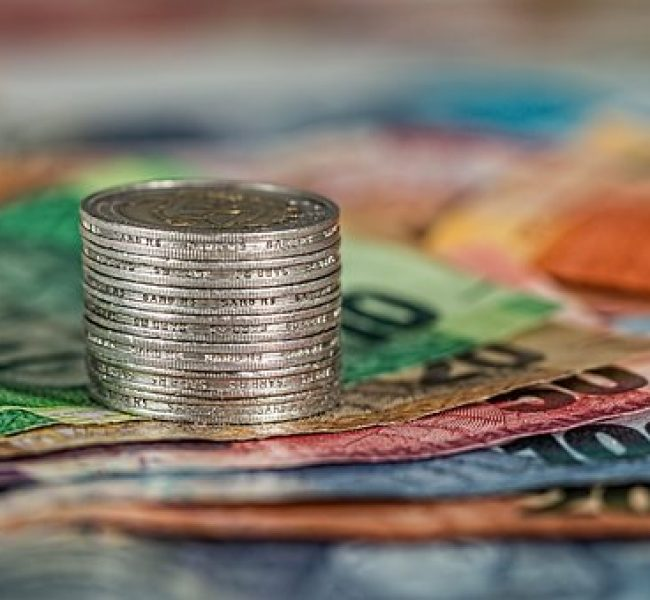Euro is stabilizing down and the markets are waiting for the NZD interest rate decision and the central bank's press conference today